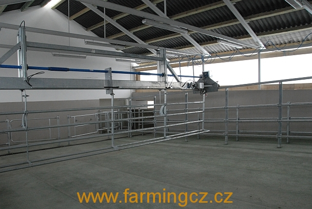 automaticky-prihanec-dairymaster-up-over